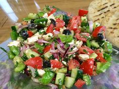 Griekse salade (origineel Grieks recept) - Health and wellness: What comes naturally Healthy Recipes, Healthy Salads, Healthy Foods To Eat, Salad Recipes, Vegetarian Recipes, Healthy Eating, Easy Recipes, Dinner Recipes, Tapas