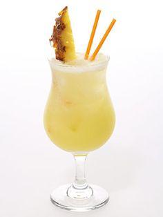 Baby pina colada (zonder alcohol) - 16 cl. ananassap - 4 cl. kokossiroop of 4 tl. Cream of Coconut uit blik - 2cl. room   Voor de decoratie: - Een kwart schijfje ananas - 1 cocktailkersje - 1 cocktailprikker