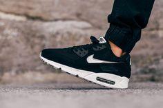 """Nike Air Max 90 Essential """"Black & Silver"""""""