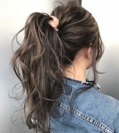 Long Wavy Ash-Brown Balayage - 20 Light Brown Hair Color Ideas for Your New Look - The Trending Hairstyle Brown Hair Balayage, Brown Blonde Hair, Brown Hair With Highlights, Brunette Hair, Hair Color Balayage, Highlights For Brunettes, Rich Brunette, Dark Balayage, Balayage Highlights