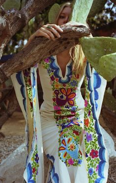 Boho Embroidery woodstock kaftan with Indian tapastry - Check out the bohemian wedding dresses by New Crop. Summer of Love with River Johnson by photography Mercedes Esquivel. On BohemianDiesel. Gypsy Style, Boho Gypsy, Hippie Style, Hippie Boho, Bohemian Style, My Style, Modern Hippie, Moda Boho, Caftan Dress