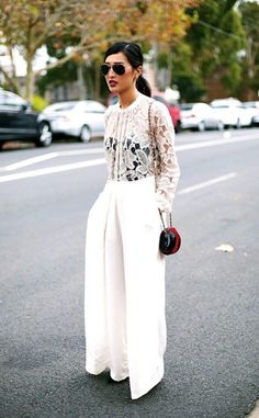 Oversized high waist wide leg pants are super stylish and this lace top worth black bodice is elegance and sexy. Street Style Outfits, Looks Street Style, Street Look, Mode Outfits, Street Chic, Street Style Inspiration, Inspiration Mode, White Fashion, Look Fashion