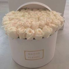 I've always wanted Maison Des Fleurs roses ♡. Flower Box Gift, Flower Boxes, My Flower, Beautiful Rose Flowers, Amazing Flowers, Fresh Flowers, White Roses, White Flowers, Luxury Flowers
