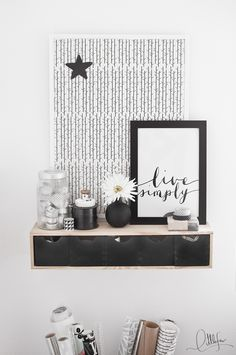My black & white workspace!. More pics: http://littlefew.blogspot.com.es/2015/09/quedamos-en-la-oficina.html