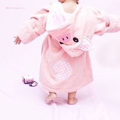 OH, the cuteness of this little piggy robe!