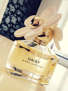Fragrance - Marc Jacobs Daisy | Subtly perfect scent for those who hate wearing perfume!