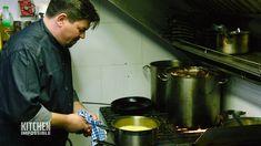 Tim Mälzer quält sich beim Kochen durch den Tag