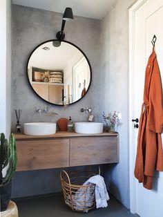 Binnenkijken bij marjoleinbouhuijzen Cosy Bathroom, Mirror, Furniture, Home Decor, Style, Bathroom Designs, Bathing, Videos, Photos