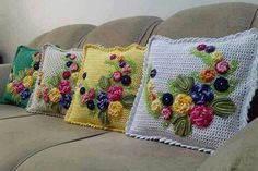 40 Crochet Cushion Pattern Ideas: Today we have planned to chalk out some crochet cushion ideas for your indoor and outdoor Crochet - Your ultimate source for knitting and crocheting inspirations, collection of crochet patterns, croche Crochet Cushion Pattern, Crochet Cushion Cover, Crochet Cushions, Crochet Pillow, Crochet Baby, Crochet Tools, Crochet Projects, Crochet Home Decor, Crochet Free Patterns