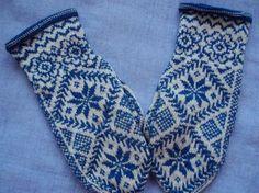 """Jane Gardner"" - Vivianne - Sweden: Beautiful designs on mittens Knitted Mittens Pattern, Knit Mittens, Knitted Gloves, Knitting Socks, Knitting Stitches, Baby Knitting, Knitting Patterns, Norwegian Knitting, Wrist Warmers"