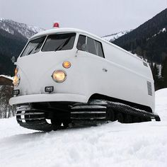 doyoulikevintage: VW Snow Bus