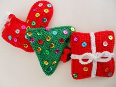 Prendas de Natal até 10€ (Sugestões Maparim) | Maparim Dinosaur Stuffed Animal, Christmas Ornaments, Toys, Holiday Decor, Home Decor, Holiday Gifts, Gifs, Stuff Stuff, Xmas Ornaments