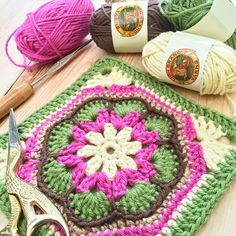 """African flower granny square. I think this one of the prettiest granny squares. #lionbrandbonbons #lionbrandyarn #grannysquare #ilovetocrochet…"""