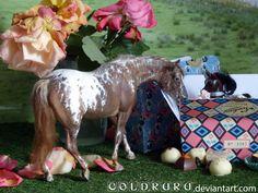 Custom Breyer Stock Horse Mare by Julianne Garstka. Photography by Carole Géronnez.