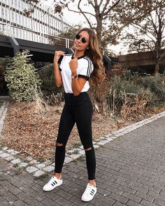 The post adidas-Outfit ! 2019 appeared first on Outfit Diy. Source by Outfits 2019 Simple Summer Outfits, Casual Outfits For Teens, Teen Fashion Outfits, Look Fashion, Fall Outfits, Fashionable Outfits, Cute Everyday Outfits, Street Fashion, Fashion Tips