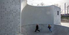 Carve integreert skaten in gevel wijkvoorziening