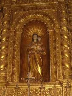 Infant Jesus and Mother Mary in the Basilica de Bom Jesus, Old Goa .