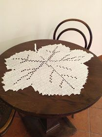 REDNEVAL: Podzim 2017 Crochet Leaves, Crochet Flowers, Crochet Tablecloth, Crochet Doilies, Knitting Patterns, Crochet Patterns, Crochet Carpet, Fillet Crochet, Crochet Flower Tutorial