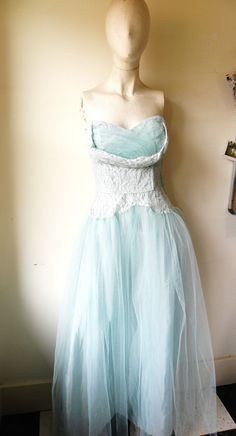 vintage wedding prom party dress. blue tulle strapless sweetheart. #vintage #dress
