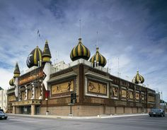 1998 photo of the Corn Palace, Mitchell, South Dakota, which is redecorated each year with murals made of corncobs of South Dakota corn, grain and grasses. Photographer Carol M. Highsmith Archive, Library of Congress, Prints and Photographs Division.