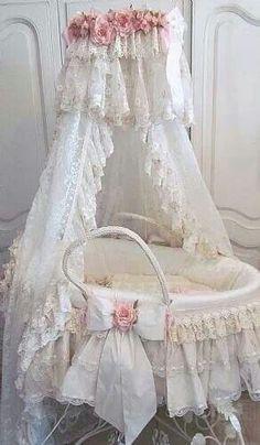 ♥ Baby bassinet