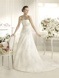 Slim A-line Strapless Lace Organza Wedding Dress WD2634