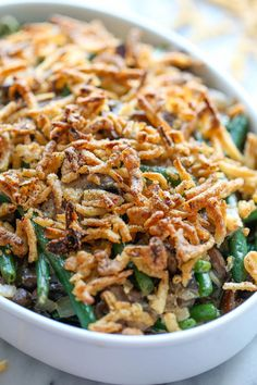 Easy Green Bean Casserole - The easiest, creamiest green bean casserole ever. Even the pickiest of eaters will be begging for seconds! The easiest, creamiest green bean casserole ever. Even the pickiest of eaters will be begging for seconds! Toast Pizza, Greenbean Casserole Recipe, Easy Casserole Recipes, Casserole Ideas, Easy Thanksgiving Recipes, Thanksgiving Side Dishes, Christmas Recipes, Thanksgiving 2016, Holiday Recipes