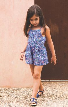 Knot ropa, marca de moda infantil preciosa, I Don't know what that means but she is definitely hot! Girls Party Dress, Little Girl Dresses, Baby Dress, Girls Dresses, Sewing Kids Clothes, Baby Clothes Patterns, Frocks For Girls, Kids Frocks, Cute Fashion