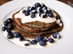 Glückskind: Blueberry Pancakes  It's like they're having a wonderful ralationship: blueberries and pancakes!
