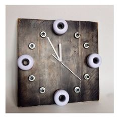Bring a bit of street to the home with the time to skate clock. Some old wheels,bearings and pallet wood are all you need to create this original skate art....and each one really is unique.