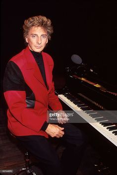 Singer Barry Manilow.