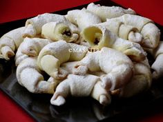 Brze, jednostavne i fine, tijesto se pomalo lista, a nije lisnato ; Croatian Recipes, Hungarian Recipes, Kiflice Recipe, Biscuit Cookies, Biscuits, Stuffed Mushrooms, Yummy Food, Sweets, Vegetables