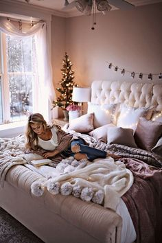 35 trendy & cozy holiday decorating ideas christmas home dec Dream Rooms, Dream Bedroom, Girls Bedroom, Master Bedroom, Bedroom Wall, 1950s Bedroom, Tapestry Bedroom, Bedroom Windows, Bedroom Curtains