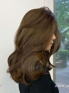 Medium Hair Cuts, Medium Hair Styles, Curly Hair Styles, Hair Color Streaks, Hair Highlights, Hair Inspo, Hair Inspiration, Honey Hair, Cut My Hair