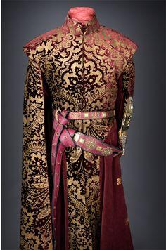 game of thrones- geoffrey baratheon lanister (costume) Got Costumes, Theatre Costumes, Movie Costumes, Fantasy Dress, Fantasy Costumes, Medieval Clothing, Larp, Costume Design, Mantel
