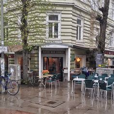 We call it spring. (hier: Café Unter den Linden)