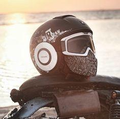 Retro Shark Raw Helm – Motorcycle Helmets with style – Rétro Shark Raw Helm – Casques de moto avec style – Badass Motorcycle Helmets, Modular Motorcycle Helmets, Custom Helmets, Bobber Motorcycle, Cool Motorcycles, Women Motorcycle, Vintage Motorcycles, Bike Helmets, Riding Gear
