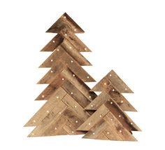 Ce sapin bois de grange fait pour décor de vacances beau, rustique. Ils ont fière allure autour de l'arbre de Noël traditionnel ou en tant qu'éléments autonomes. Le choix entre un arbre éclairé ou simplement lors de votre commande. Si vous commandez l'arbre éclairée, les lumières