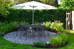 #sonnenschirm #weiss #gartengestaltung Mit unseren Sonnenschirmen werden Deine Stunden im Freien zum Genuss.