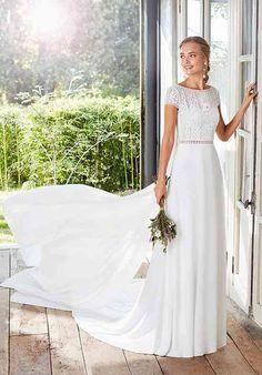 CACHE Sheath Wedding Dress by Rosa Clará - WeddingWire.com Estilo Boho, Bridal Looks, Bridal Style, Conservative Fashion, Wedding Dress Pictures, Boho Stil, Dress Out, Wedding Dress Shopping, Couture