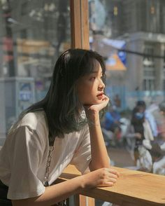 | Lấy = Follow | Infor liên hệ tớ :3  #Kye Korean Girl, Asian Girl, Foto Pose, Aesthetic Girl, Pose Reference, Ulzzang Girl, Girl Photography, How To Take Photos, Asian Beauty