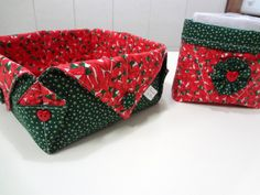 Chicken Crafts, Serger Sewing, Fabric Origami, Metal Garden Art, Fabric Boxes, Paper Stars, Mug Rugs, Needle And Thread, Handmade Bags