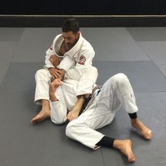 Armlock Defense    Kimura-Muscle Slicer We have been working on #bjjunited #tacteambjj #purebredjiujitsu #shoyoroll #albinoandpreto #fokai #nousdefions #monkeytape #syr #bjj #jiujitsu #armlock