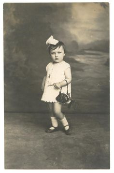 I want to print this and post this on my wall - Vintage photo of girl posing with her purse - French 1920's