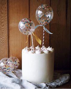 #InLove por essa nova #tendencia de balões com confete para topos de #Bolo, gostaram? Já temos isso por aqui @artebolabaloes? Cake by @figandsalt Balon by @poppiesforgrace  #tendencias2018 #QueridaData #BlogQueridaData #BeijoTriplo  . #FestaInfantil #Instapics #PicOfTheDay #PhotoOfTheDay #Detalhes #FestaKids #PartyKids #Inspiração #Ideias #Nacional #Brasil #Decor #Love #InLove #Amor #Decoracao #IndiqueQueridaData #CafeDigitalBr #InstaPartyBloggers #maternidade #bloggersdefesta #Fe...