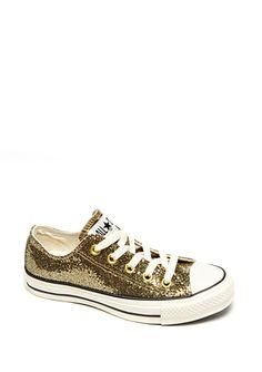 Gold Chuck Taylors. If they had my size, this would have been my Christmas present to myself. In. Love.