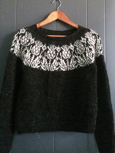 Onopordum Pullover, a stranded colorwork yoke sweater knit in Ístex Plötulopi in black and white. Sweater knitting pattern: Ryðrauð by Steinunn Birna Gudjonsdottir with colorwork motif from the Onopordum socks by General Hogbuffer. Baby Knitting Patterns, Free Knitting, Simple Knitting, Knit Baby Booties, Fair Isle Knitting, Pulls, Jumpers, Knitted Hats, Knitwear
