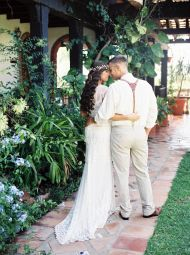 With Mother Nature making it clear to us New Englanders that it's time to bundle up, I'm desperately dreaming of sunshine and warmth. This colorful spring wedding at Puerto Rico's Hacienda Siesta Alegreprovides the perfect mental escape and withAmanda K's gorgeous photos, I'll be soaking up this sunny celebration for the foreseeable future. From The […]