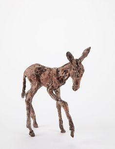 De bronzen beelden van Ans Zondag zijn ware portretten van dieren, zoals Andalusische paarden en krachtige stieren. Haar brons heeft een karakteristiek patina.