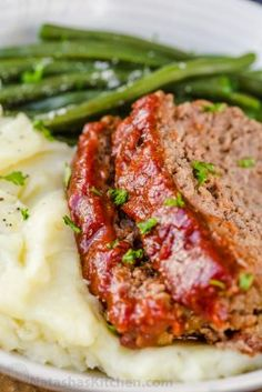 Meatloaf Recipe with the Best Glaze: Amazing homemade Meatloaf Recipe. The meatloaf is so tender and juicy on the inside with a sweet and tangy sauce that glazes the meatloaf and adds so much flavor! Best Easy Meatloaf Recipe, How To Make Meatloaf, Homemade Meatloaf, Classic Meatloaf Recipe, Meat Loaf Recipe Easy, Best Meatloaf, Meatloaf Recipes, Meat Recipes, Dinner Recipes